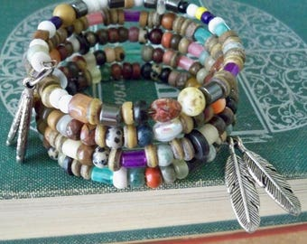 Multi color and multi size stones wrap bracelet - Feather charms - Memory Wire - Boho chic - Bohemian cuff - One of a Kind - bycat