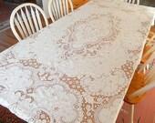 vintage Quaker lace tablecloth, 96 x 70, beautiful condition, table linens, dining, entertaining, vintage linens