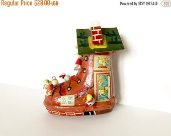 SALE 30% OFF CHRISTMAS Vintage Ornament Paper Mache Old Woman in the Shoe Children Spun Cotton Figurines Made in Japan