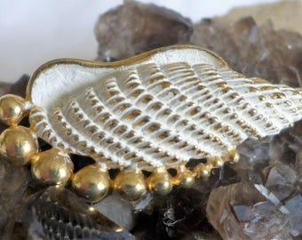 Vintage Sarah Coventry Seashell Brooch Gold Tone White Enamel Wash