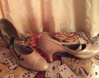 Vintage 1920-30 Mary Jane Shoes Beige-Bone Navy Blue USA 7.5-8 Narrow See Measurements XLNT