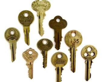 9 vintage keys Old keys Antique keys Rustic keys Primitive keys Numbers and writing House keys Used keys Bulk lot of keys Unique key A1 # 1