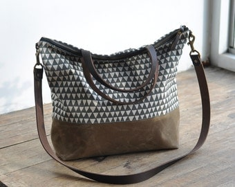CARRY BAG - grey triangle