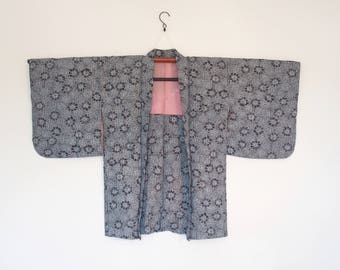 Haori Kimono Cardigan White Black Flower Pattern With Red Accents 二