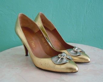 80's gold bow leather heels size 39.5 // size 8.5