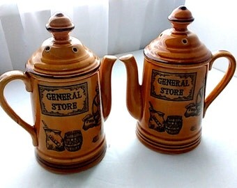 Country General Store Teapot Shaped Salt and Pepper Shakers 70s Vintage Country Kitchen