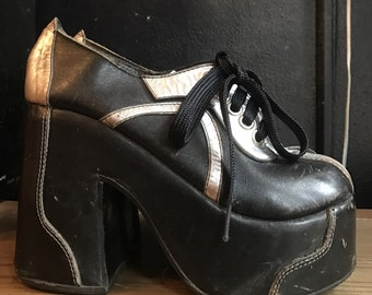 70s GLAM silver and black Bowie era leather PLATFORMS shoes tie oxfords 1970s vintage 7.5