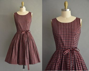 Vintage gingham day dress. Sleeveless 50s check pattern dress. 1950s red & black cotton plaid swing dress. Vintage 1950s rockabilly dress