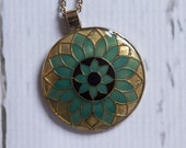 vintage 1970s medallion pendant necklace