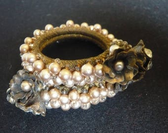 VINTAGE MIRIAM HASKELL  Unsigned early wrap bracelet faux pearl
