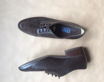 vintage 1990's 90's chocolate brown wingtips / womens shoes / suede leather lace up oxford