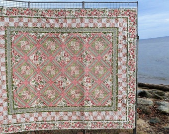 Floral Lattice Queen Quilt