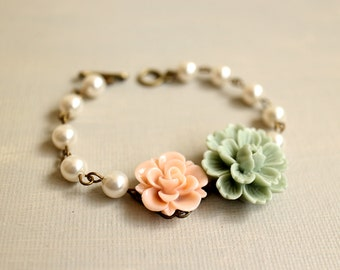 Flowers Bracelet. pearl brcelet. flowers and pearls bracelet. mint green flower and pearls bracelet. wedding bridesmaid bracelet. birthday