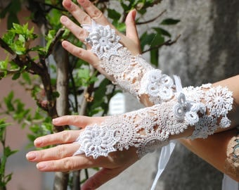 Bridal gloves, steampunk, shabby chic, cuffs, lace cuff, faerie punk, victorian, romance, Jane Austen, Vampire, size small, lace and crochet