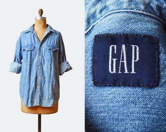 Vintage 90s GAP Denim Shirt Grunge Oversized Button Down Faded / 1990s Gap Jean Light Blue Boyfriend Oversize Long Sleeve m