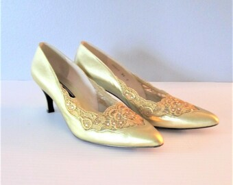 Vintage Stuart Weitzman Golden Heels / Woman's Size 8.5 Classic Shiny Gold Party Pumps