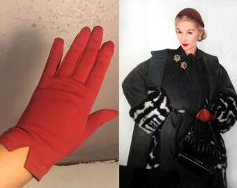 Girls On Holiday - Vintage 1950s Dark Tomato Red Nylon Wristlet Gloves - 6.5/7