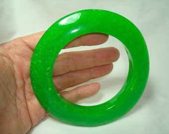 1986  Jade Green Marbleized Shimmering Large Bangle Bracelet.