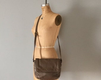 30% OFF SALE... taupe leather messenger purse   stone mountain leather bag