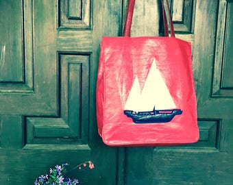 Liz Claiborne Vintage Red Tote Handbag Sailboat Ocean Ship Figural Authentic Bag Accessory