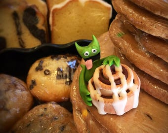 Pastry Creeper with Cinnamon Bun