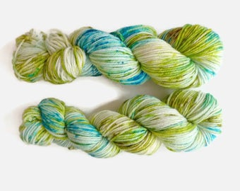 "Merino wool DK, ""Blue Mojito"" colourway, hand dyed speckled yarn - 100%Superwash merino yarn, new Oveja y Punto base"