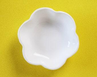 Flower Trinket Dish, Vintage Flower Shaped Trinket Bowl, Simple White Flower Bowl, Vintage Loucarte Portugese Ceramic Bowl, Tiny Bowl