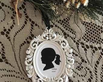 Custom silhouette in light cream oval frame ornament with 2016