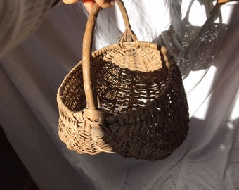 Rustic Antique Basket, Country Home Decor, Ancien Panier, Gathering Basket, French Harvest Basket, Bathroom container, Towel holder, soaps