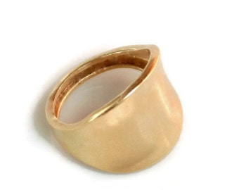 Minimalist 18k Gold Ring - Curvved, Modern Wide ring