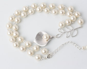 Ivory Bridal Pearl Necklace, Bridal Calla necklace, Ivory pearl Wedding necklace, Wedding jewelry, Bride necklace, silver calla necklace