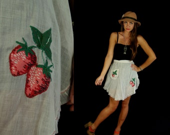 vtg 50s white EMBROIDERED STRAWBERRY pinup APRON ruffle pocket gift cook rockabilly mid century