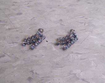 vintage screw back earrings silvertone blue rhinestones dangles