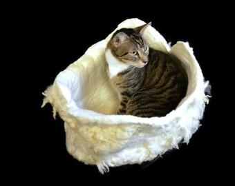 Cat Bed, Cat Basket, Wool Cat Bed, Fleece Cat Bed, Cat Cradle, Cat Cave, Felted Fleece, Dog Basket, Natural Pet Bed, Cat Nest, Not Sheepskin