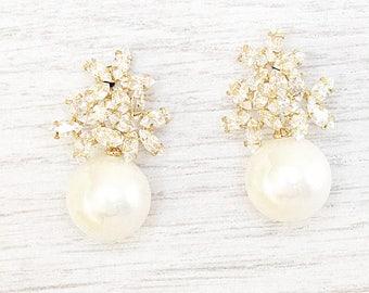 GOLD or SILVER Pearl stud earrings. Bridal Earrings. Crystal Bridal Jewelry. Crystal stud Earrings. Wedding pearls Earrings. Bride pearl