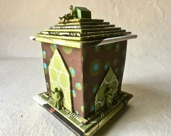 Handmade Box with Little Green  Men and Women for Decor and Gifting