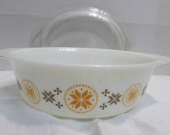 Pyrex Town and Country Pattern Casserole Dish - 1.5 quart 043 - Pyrex Casserole Dish with clear lid