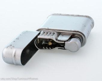 NOS 1950s Evans Brushed Chrome Breeze King Windproof Pocket Lighter