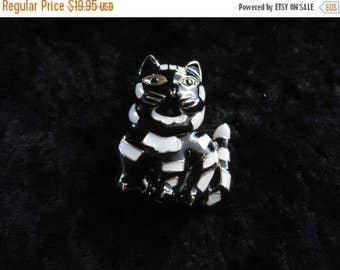 Now On Sale Vintage Rhinestone Cat Brooch Pin ** Retro Collectible Costume Vintage Jewelry 80s