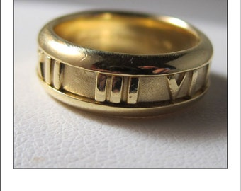 Vintage 18k Tiffany & Co Atlas Ring Band 9.6 grams 7 mm Wide Roman Numerals