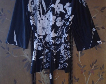 70s black and white flowered belted tunic by Lady Winn California by Teddi