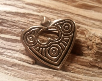 02.136.BZ  Bronze Raven Heart Pin