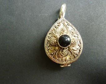 Sterling Silver Vintage Locket with Black Stone