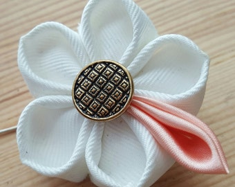 Lapel stick pin | white and pink kanzashi