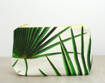 Green palm leaves makeup bag Green palm toiletry bag Travel essentials Summer essentials Resort travel Palm tree cosmetic pouch Beach life