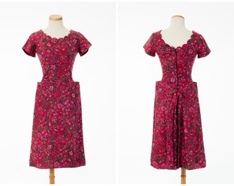 Vintage Floral Dress // Pretty 1950s Red Floral Scallop Dress With Pockets Back Bustle Small