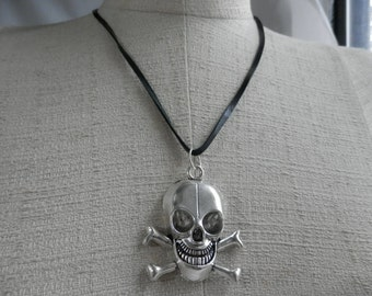 SKULL Necklace with LEATHER