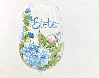 Free shipping Personalizable hand painted hydrangea  floral wine glass for sisters mother grandma aunt sister in law daughter friend
