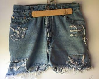 Vintage cut off Levi Distressed Denim Jean Shorts 1990s 90s Size 12 Mis 550