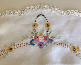 Vintage 40s Hand Embroidered Round Table Runner